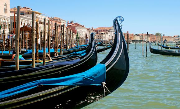 The Best Things to do in Venice: Eat, Play and Chill