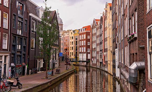 Amsterdam Architecture: Stunning Canal Houses in the Netherlands